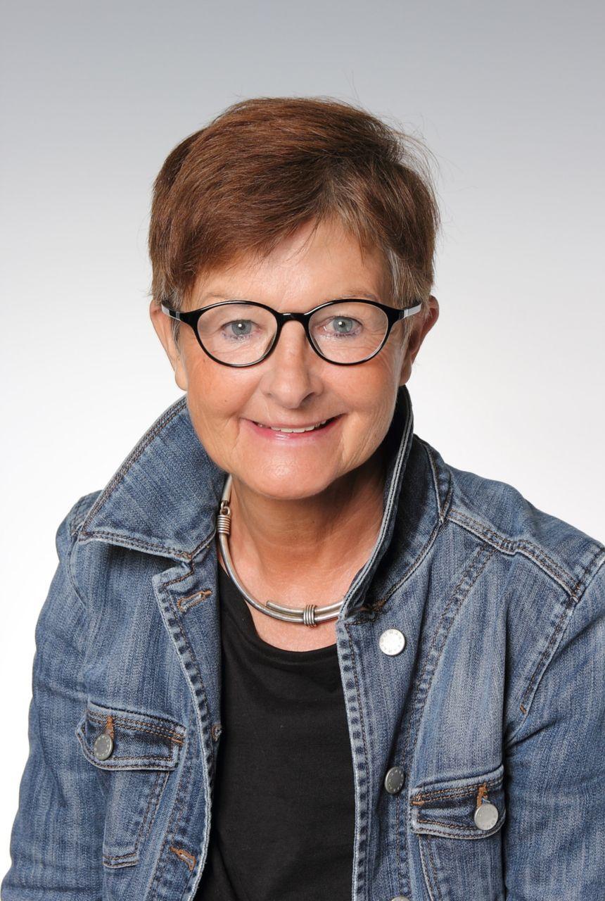 Mag. Ursula Stoff